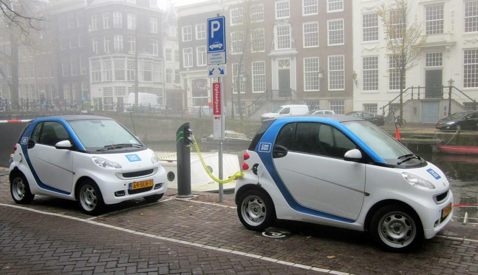 http://upload.wikimedia.org/wikipedia/commons/f/fa/Car2Go_Amsterdam_Smart_ED_cropped.JPG