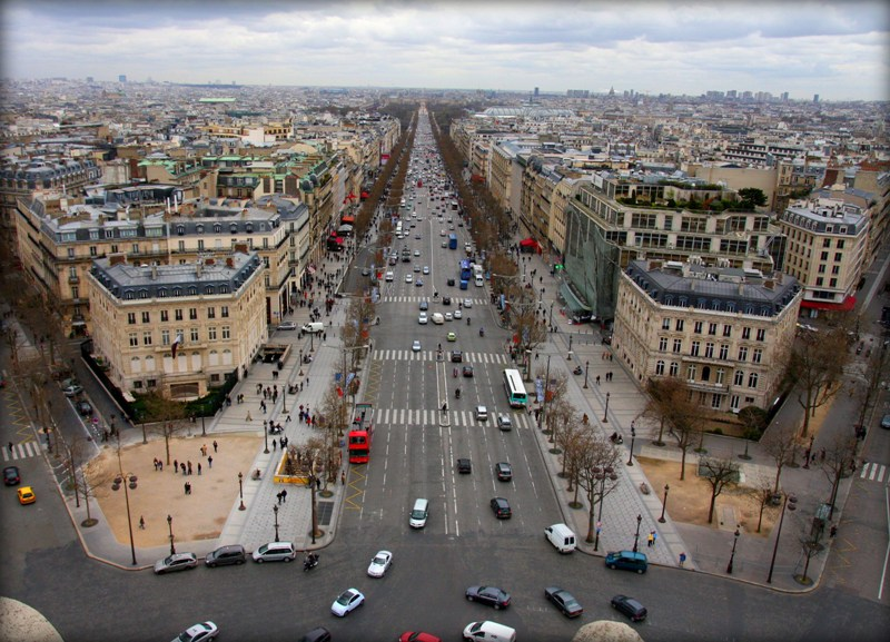 http://upload.wikimedia.org/wikipedia/commons/3/39/Champs-%C3%89lys%C3%A9es_from_Arc_de_Triomphe.jpg