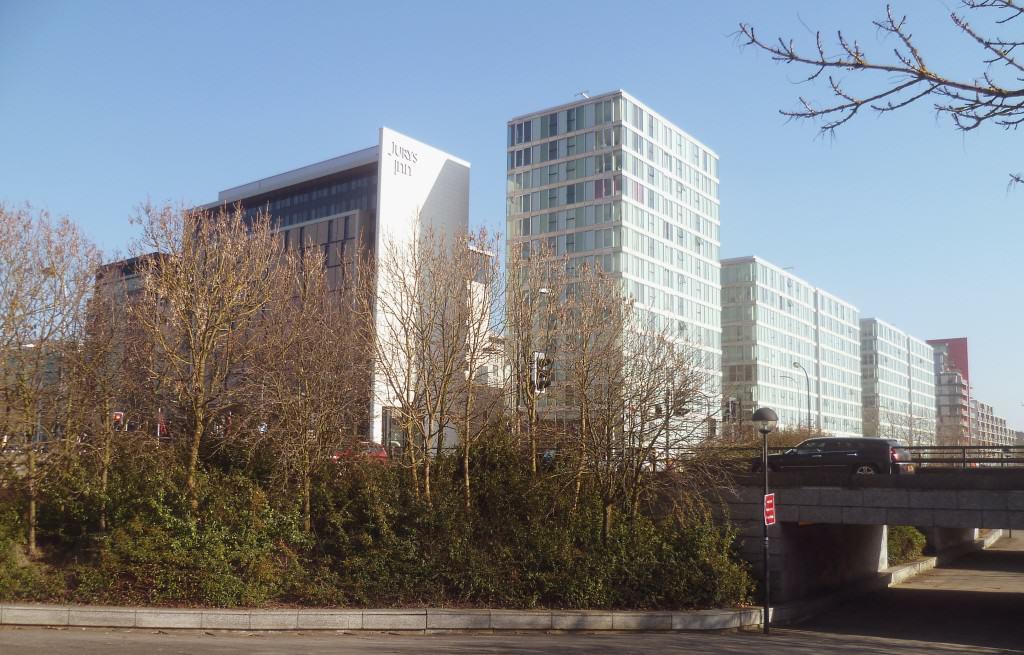 The Hub Milton Keynes towers, źródło: http://en.wikipedia.org/wiki/File:The_Hub_Milton_Keynes_towers.jpg