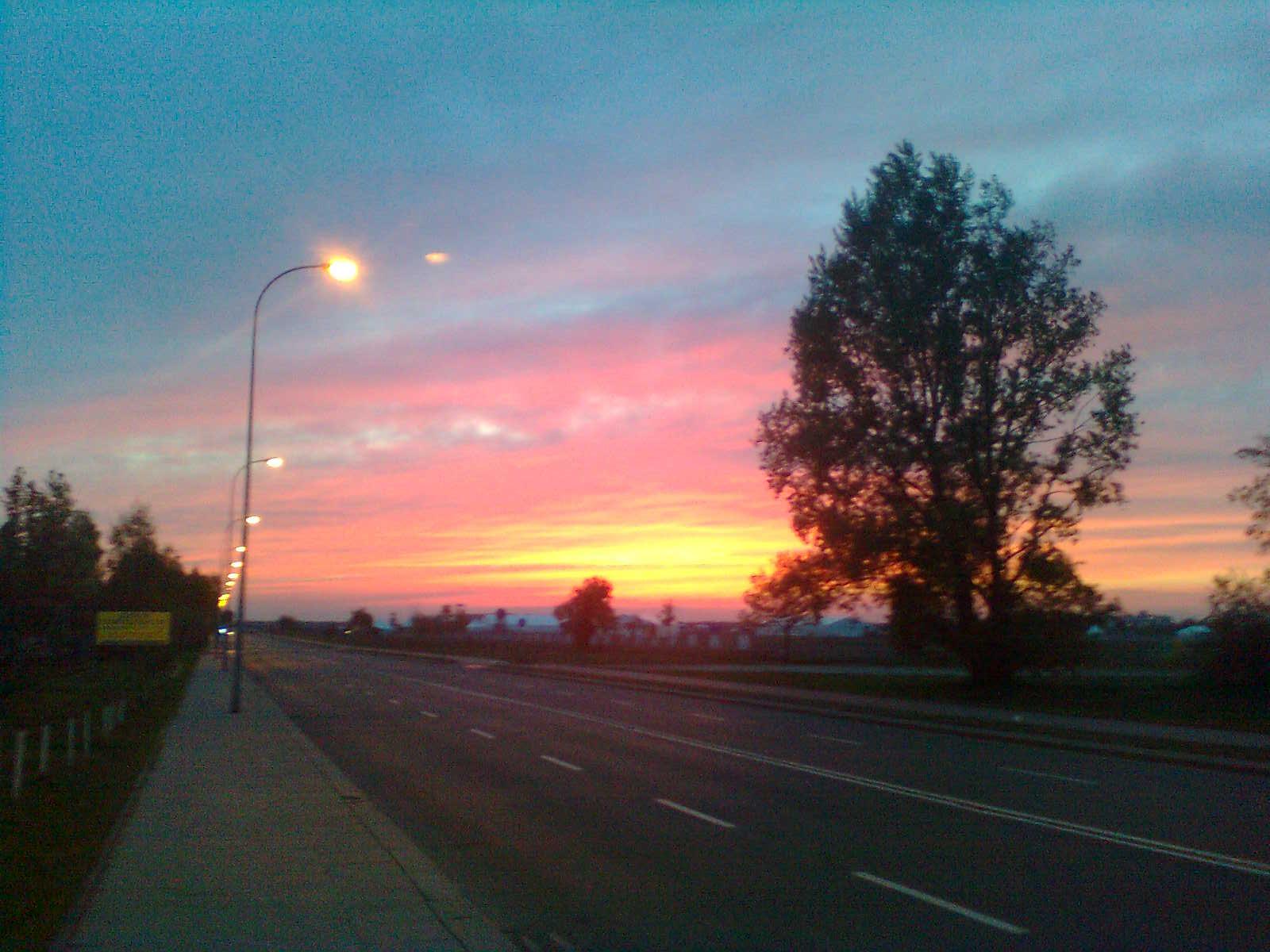 Zachód słońca nad lotniskiem – fot. Damian Siembida