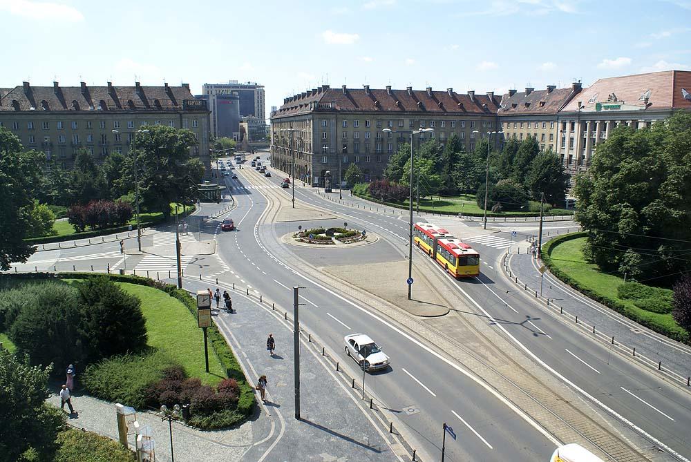 http://upload.wikimedia.org/wikipedia/commons/c/cf/Plac_Ko%C5%9Bciuszki_widok_z_Renomy_fot_BMaliszewska.jpg