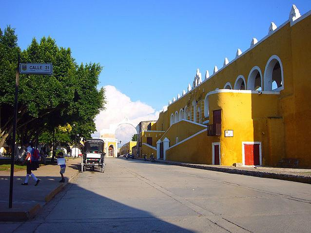 Izamal, źródło: https://www.flickr.com/photos/51314692@N00/2870430891/in/photostream/