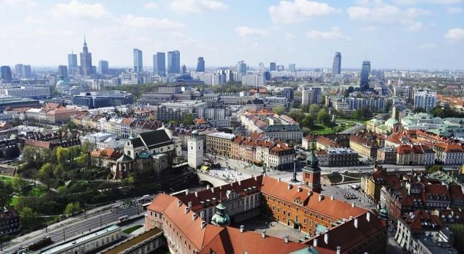 http://upload.wikimedia.org/wikipedia/commons/e/e7/Lotnicza_panorama_Warszawy.jpg