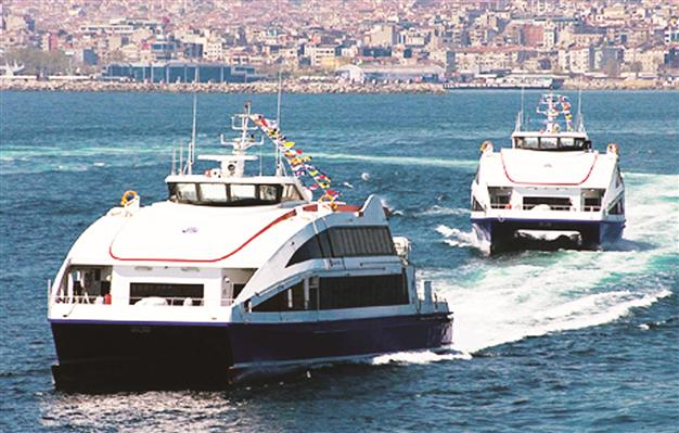 Promy w Stambule, źródło: http://www.hurriyetdailynews.com/passenger-with-wines-causes-row-on-turkish-ferry.aspx?pageID=238&nID=26776&NewsCatID=341