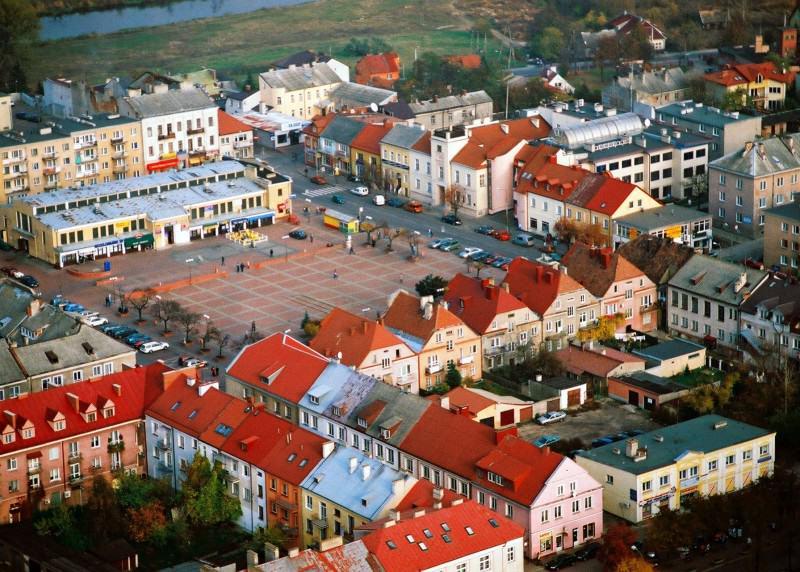 Stary Rynek Łomży; źródło: Panoramio; autor: Krzysztof Wróblewski; lic.: CC-BY-SA-3.0