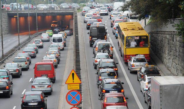 Korki samochodowe w Warszawie. - Źródło: www.wp.pl
