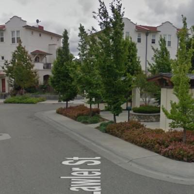 Mini placyki wewnątrz osiedla, źródło google maps