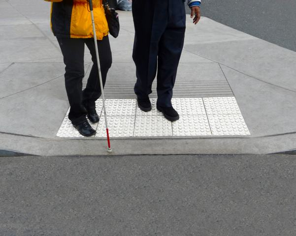 Ułatwienia dla osób niepełnosprawnych / żródło: http://www.transpo.com |Author=Ryxhd123  lic. CC 3.0