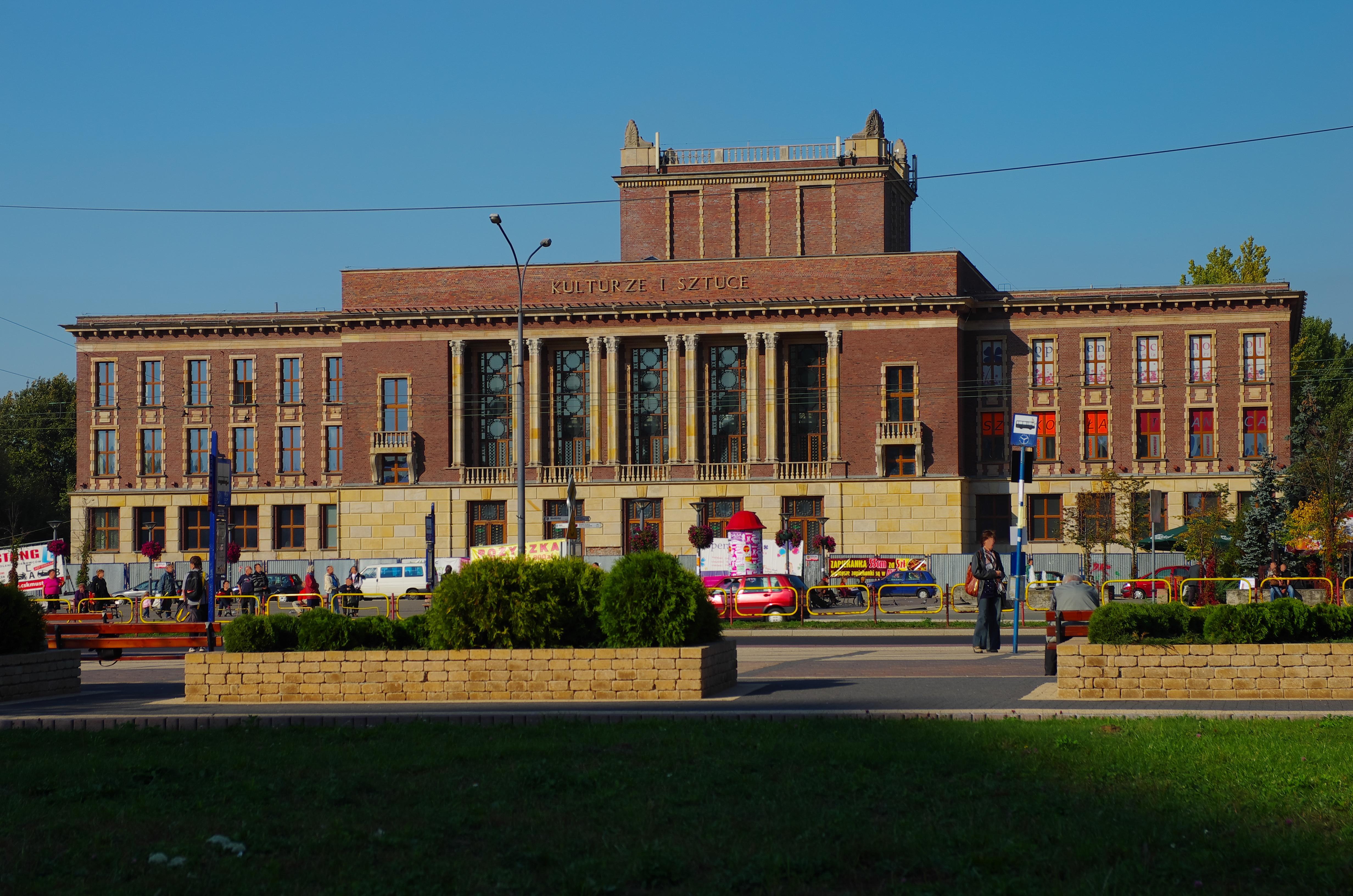 Budynek_Pałacu_Kultury_Zagłębia_w_Dąbrowie_Górniczej_fot kubos16