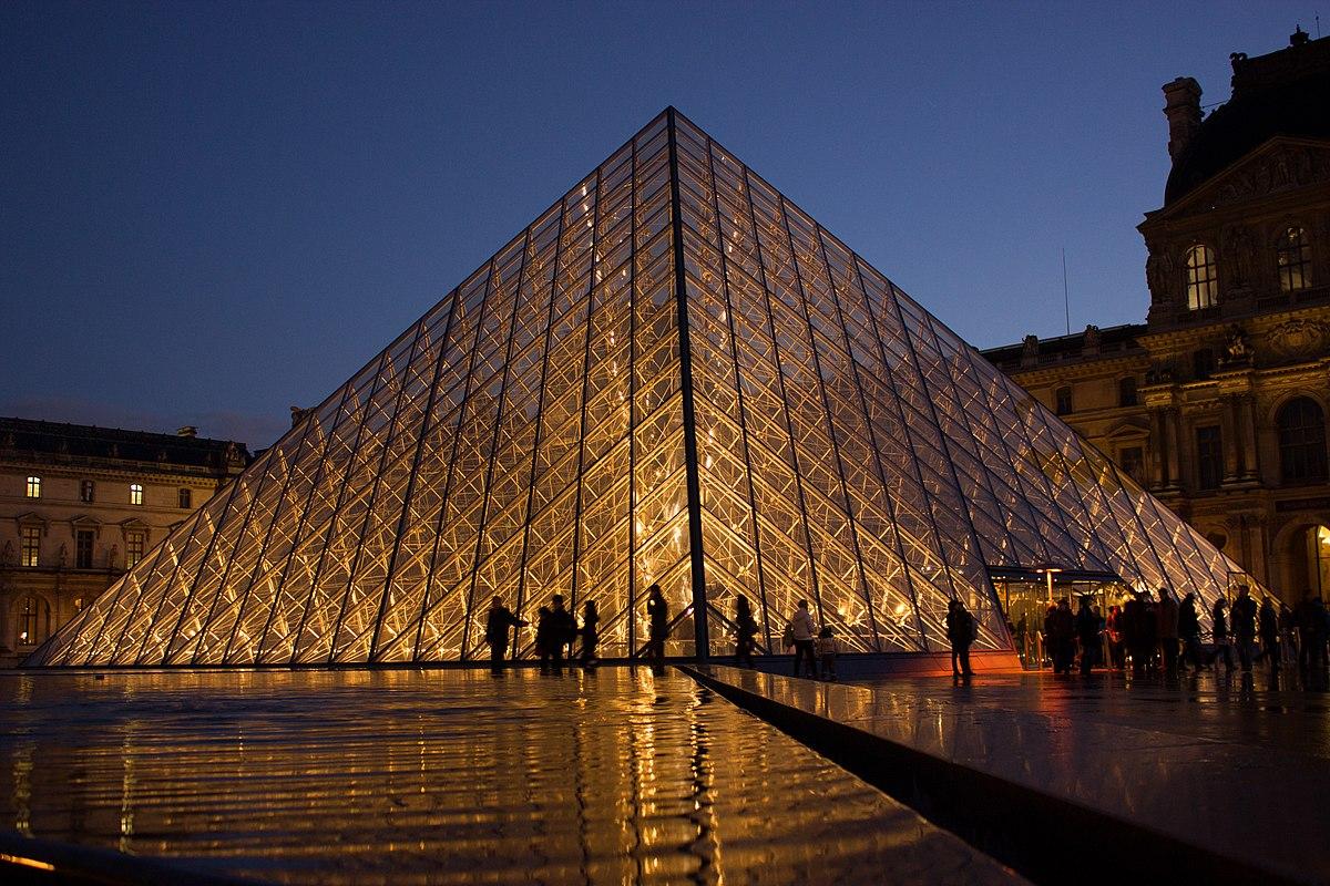 1200px-Louvre_Pyramid