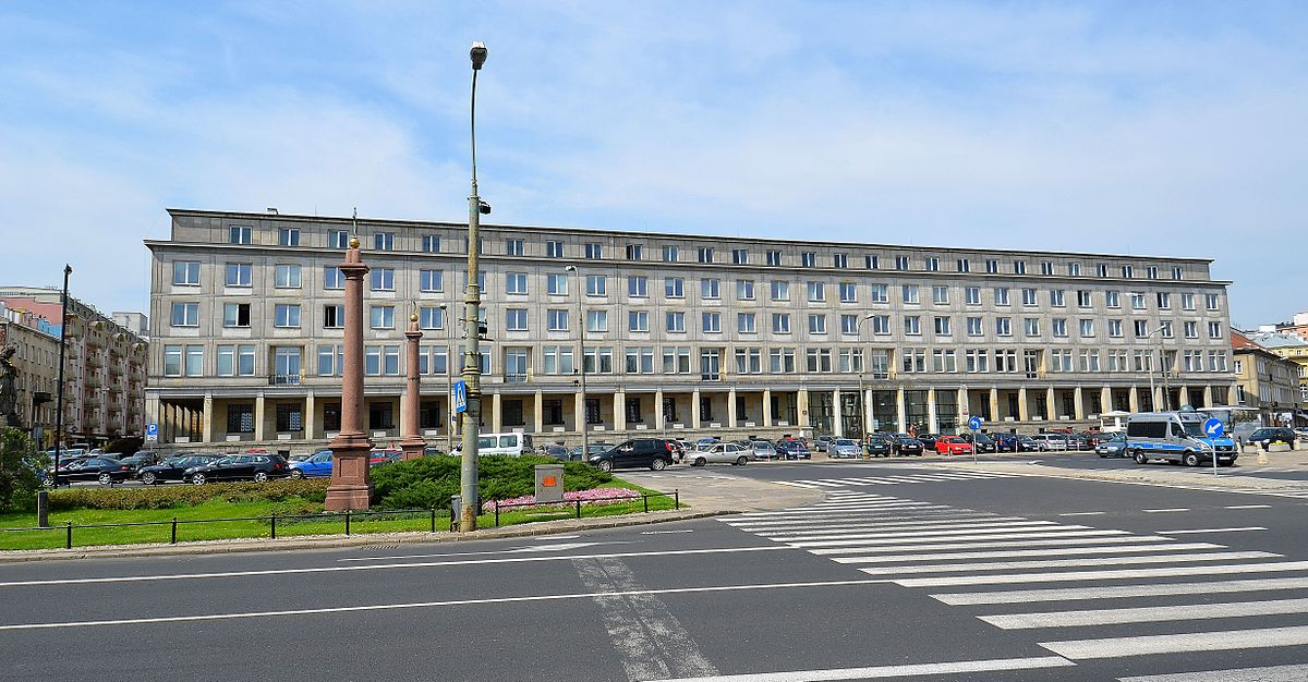 Gmach_Państwowej_Komisji_Planowania_Gospodarczego_pl._Trzech_Krzyży   Adrian Grycuk CC BY-SA 3.0 pl