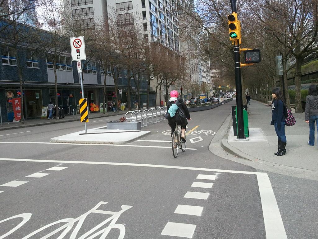 W Vancouver istnieje rozbudowana infrastruktura dla rowerów | źródło: Spencer T., CC BY 2.0