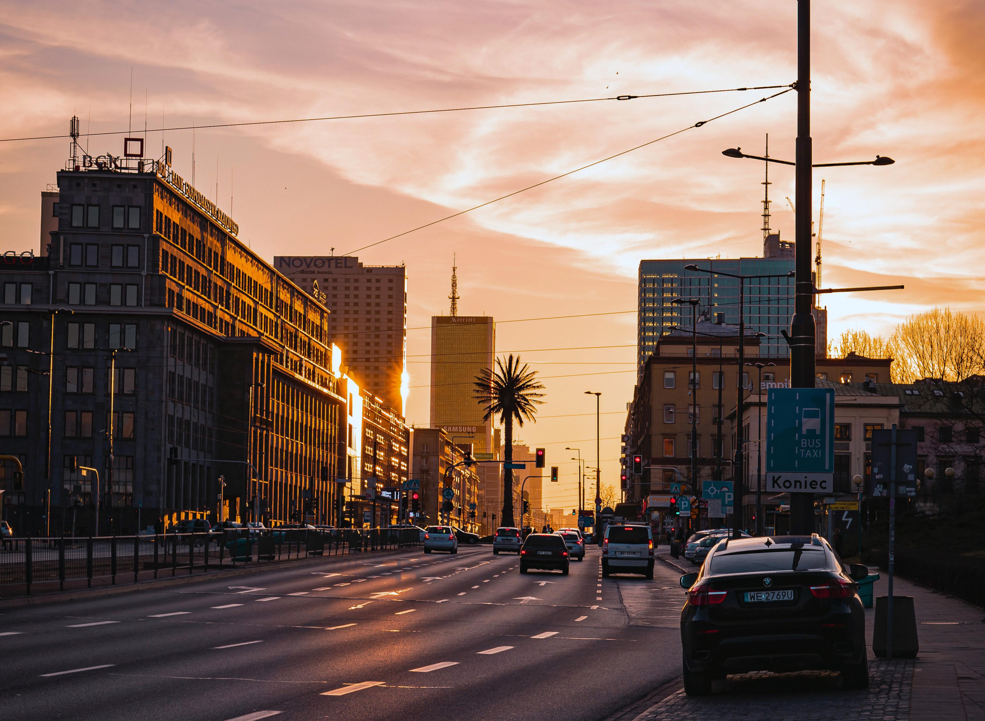Warszawa ALeje Jerozolimskie De Gaulle'a kamil-marciniak-uhaqBwNP2RM-unsplash
