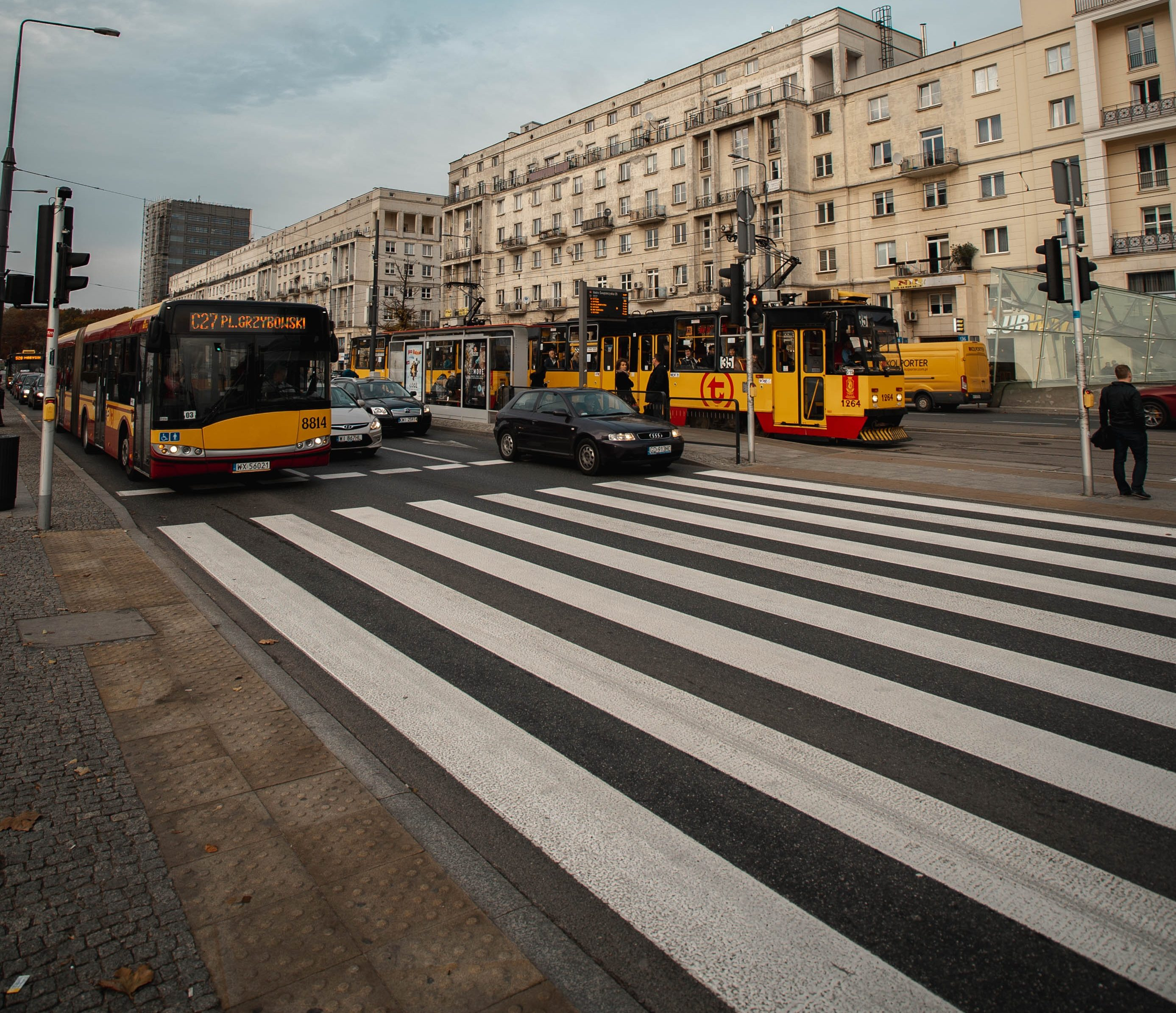 Warszawa przejście dla pieszych karolis-milisauskas–u31JkNqVS0-unsplash