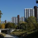 800px-Wohnpark_Alterlaa_mit_Liesing