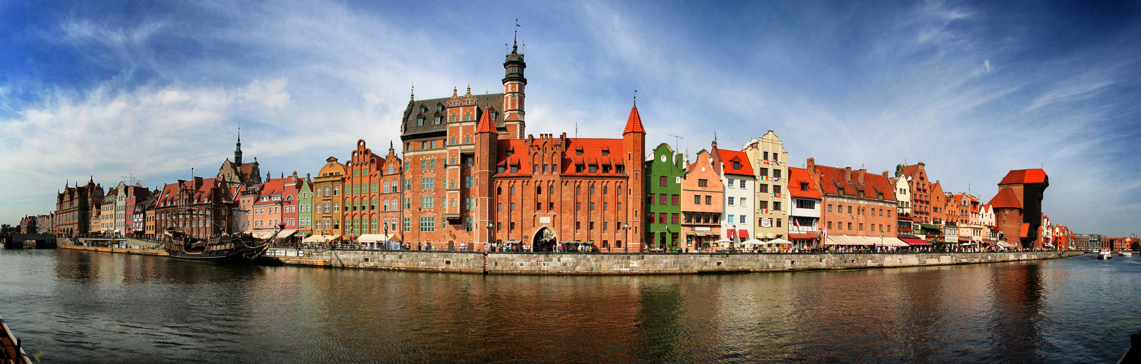 http://upload.wikimedia.org/wikipedia/commons/a/ab/2012-08-30_pano_gdansk_sm2.jpg