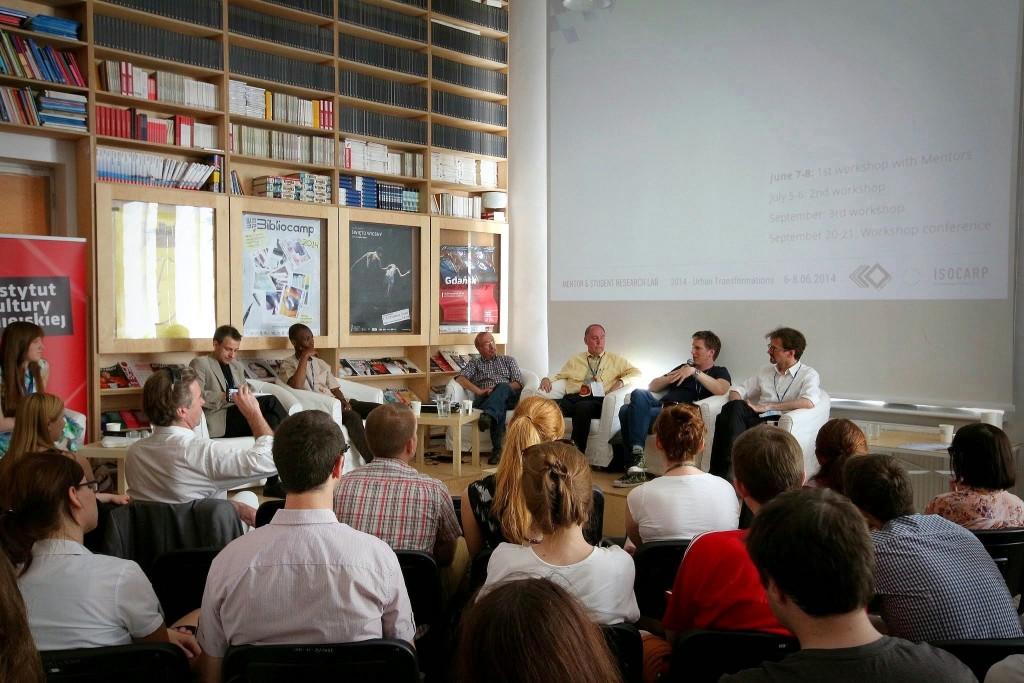 Debata Między globalnymi pytaniami a lokalnymi odpowiedziami