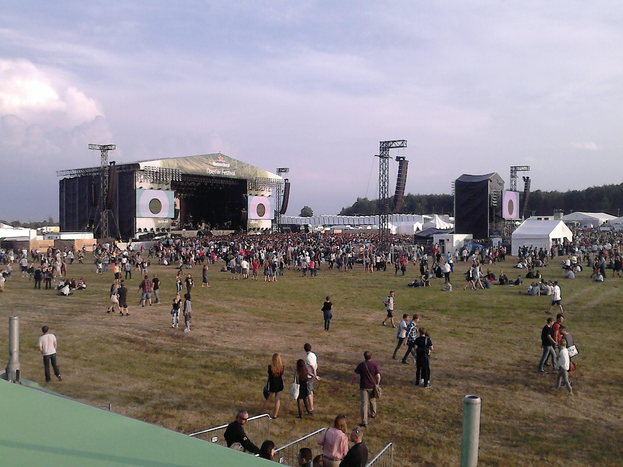 http://upload.wikimedia.org/wikipedia/commons/4/43/Heineken_Open%27er_Festival_2013_-_main_stage.jpg