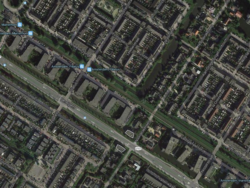 Przedmieścia Amsterdamu, tory tramwajowe nie są związane z ulicą o przekroju 2x2.