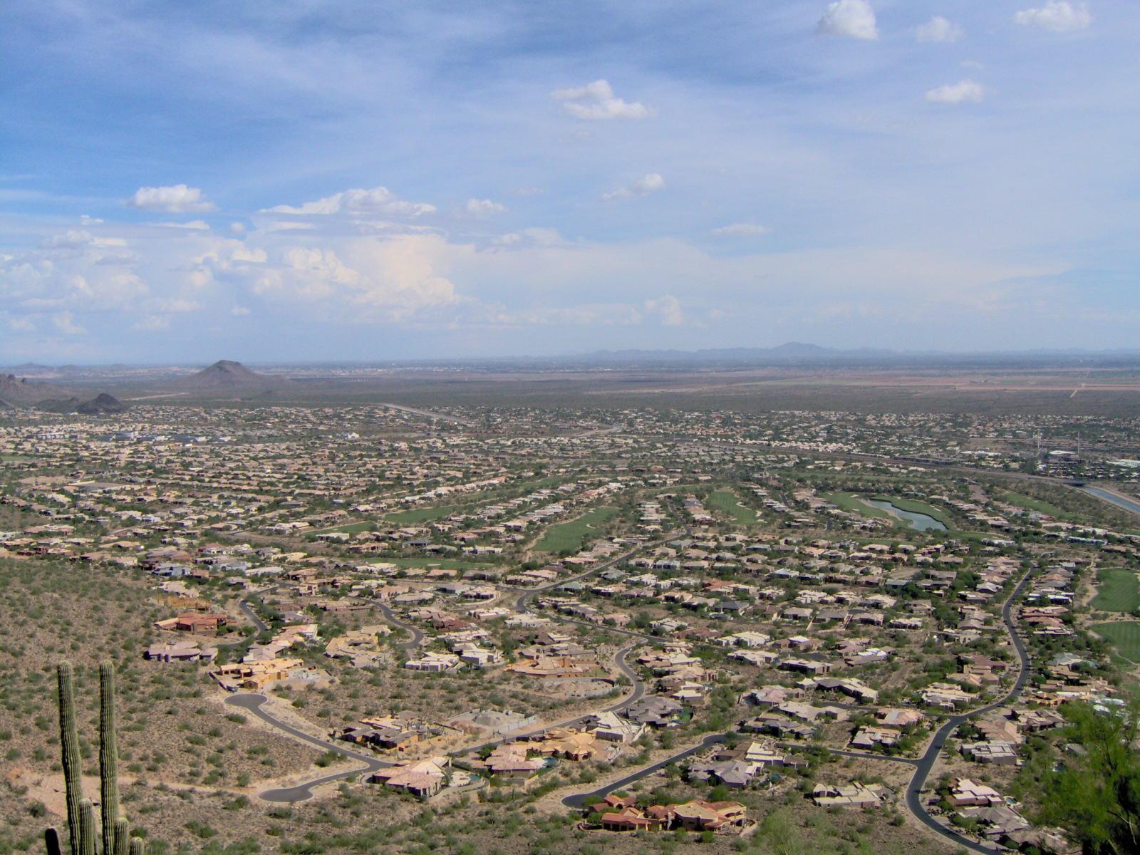 Przedmieścia Phoenix w Arizonie. fot. Dominic/Wikimedia Commons