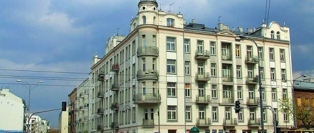 ul. Ząbkowska - widok od strony ul. Targowej, źródło: Wikimedia Commons; autor: Hiuppo; lic. CC-BY-2.5