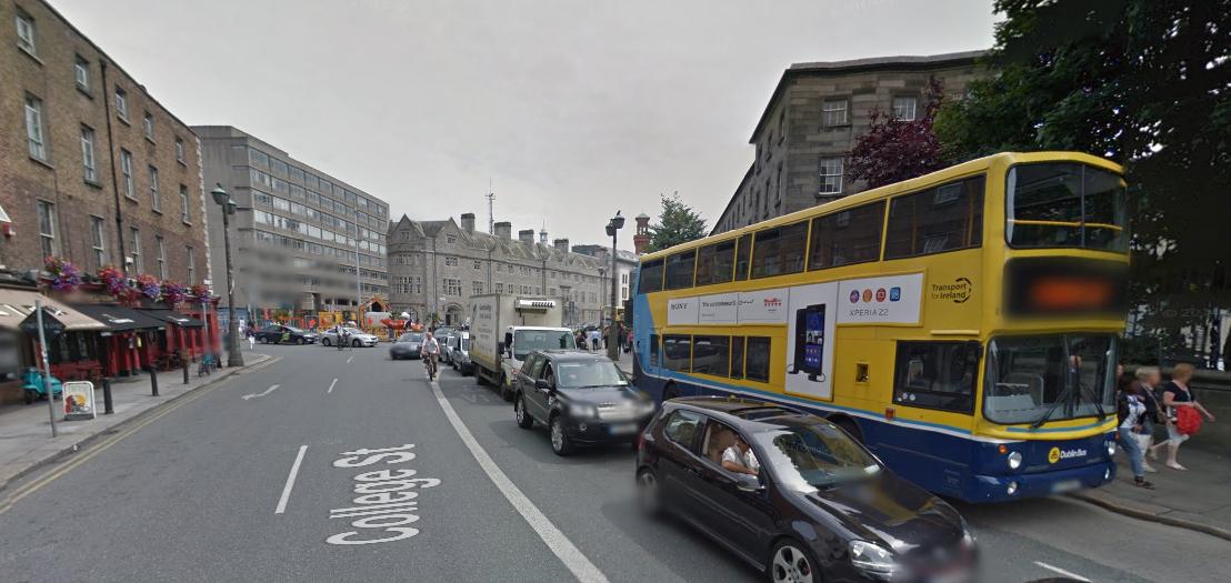 College Street w Dublinie. Z ulicy zniknąć ma ruch pojazdów indywidualnych.