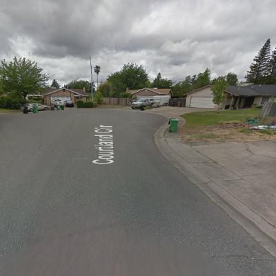 Powierzchnia zajęte pod parkingi przed posesjami, źródło: google maps