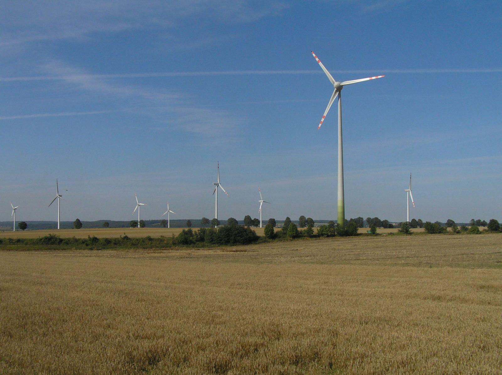 Elektrownia wiatrowa w Gnieżdżewie | fot. kkic (Wikimedia Commons) | lic. CC-BY-2.5