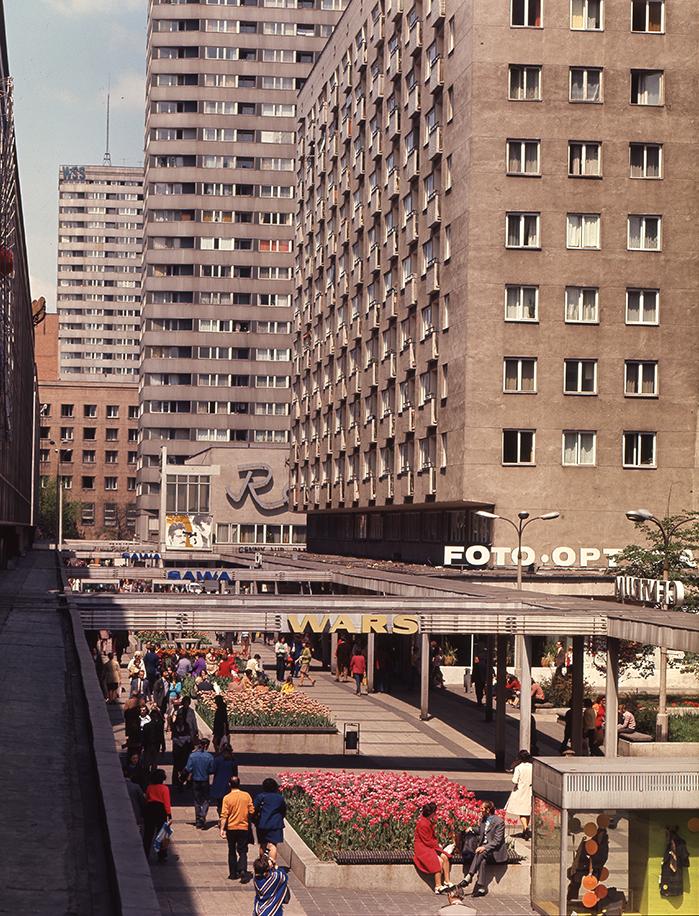 Pasaż na Ścianie Wschodniej Warszawa, 1975 autor: Jabłoński