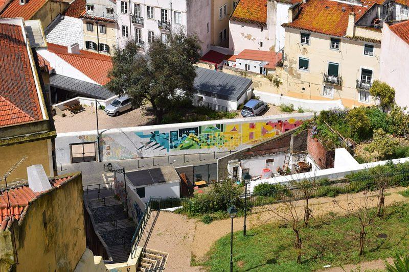 Rua dos Lagares - epicentrum lizbońskiej gentryfikacji | źródło: AntoineJoub CC BY-SA 4.0