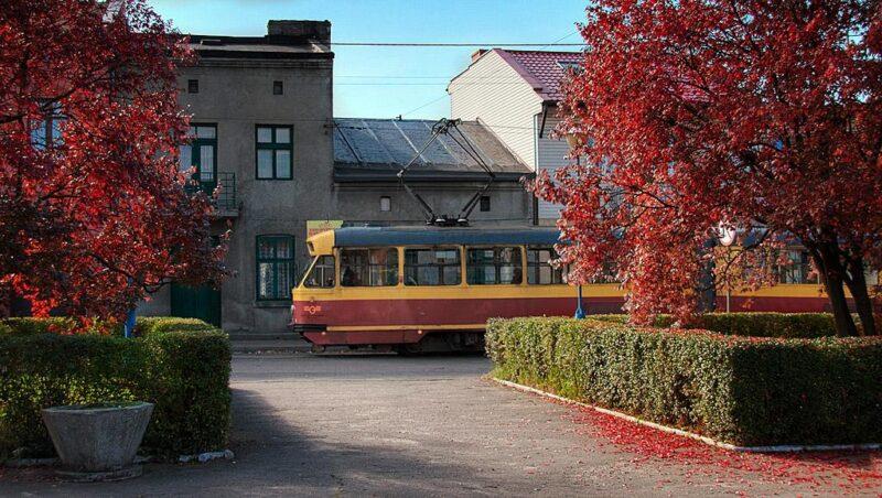 Tramwaj na rynku w Lutomiersku
