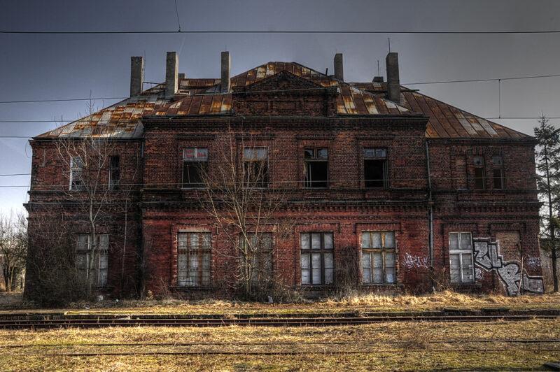 Opustoszały budynek w Łodzi